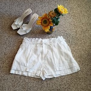 Joie pleated, double front, white linen shorts